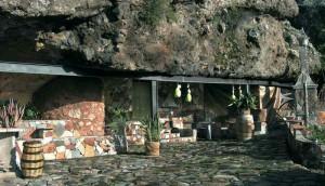 casa-cueva-artenatur-exteriores-bodega